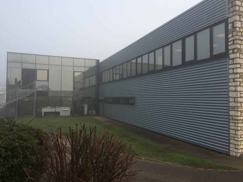 Local d'activité / stockage et bureaux