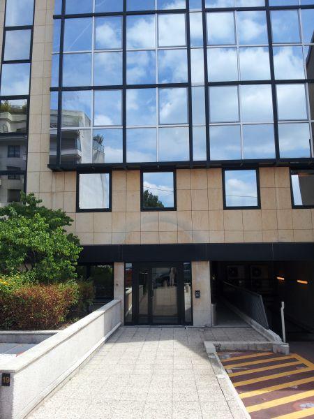 A vendre à Boulogne, dans un immeuble de standing en R+9, plateaux de 120 à 200 m²
