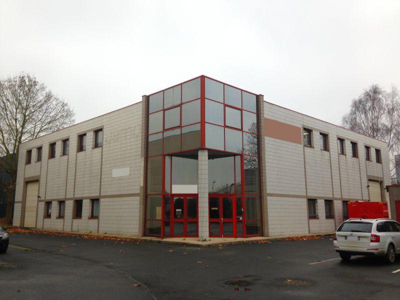 Locaux d'Activités - 1.398 m² - Photo 1