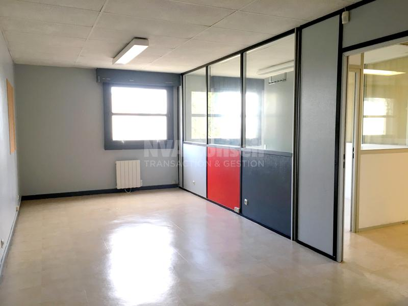 Bureaux & parkings - Photo 1