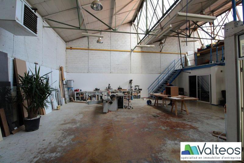 Local d'activité avec bureaux à louer - Photo 1