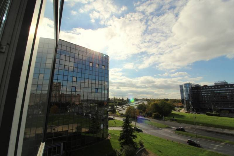 Location bureaux noisy le grand 93160 258m2 for Immeuble camembert noisy le grand