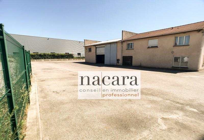 Local d'activité 305 m² - Photo 1