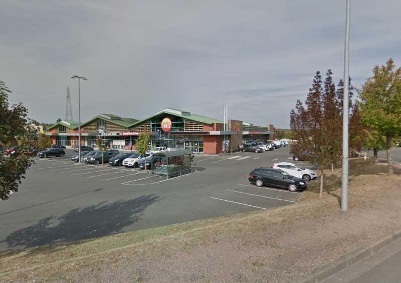 Location Commerces Varennes Vauzelles 58640 - Photo 1