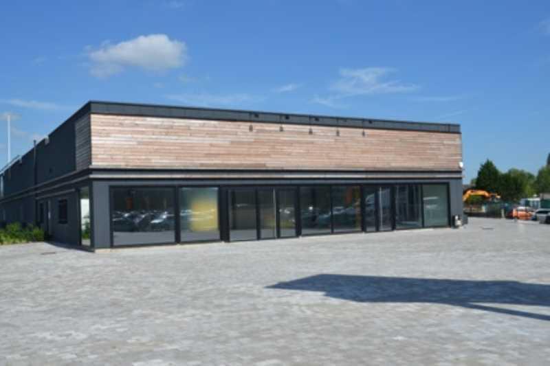 A LOUER, Nieppe plusieurs surfaces commerciales - Photo 1