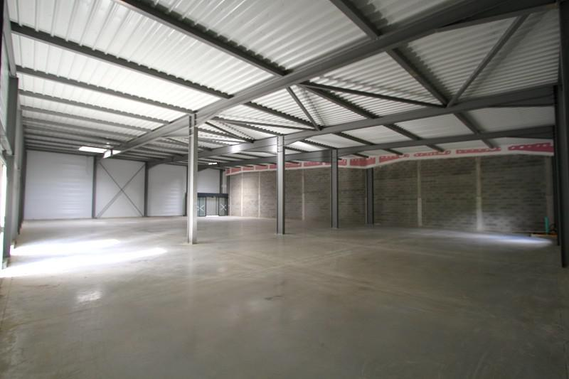 Local commercial 680 m² - Photo 1