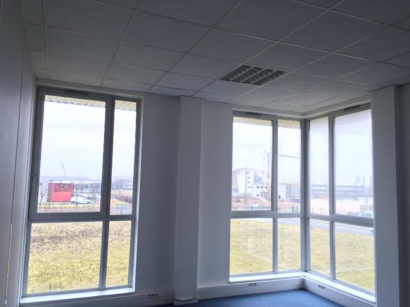 location bureaux lieusaint louer bureau lieusaint 77127. Black Bedroom Furniture Sets. Home Design Ideas