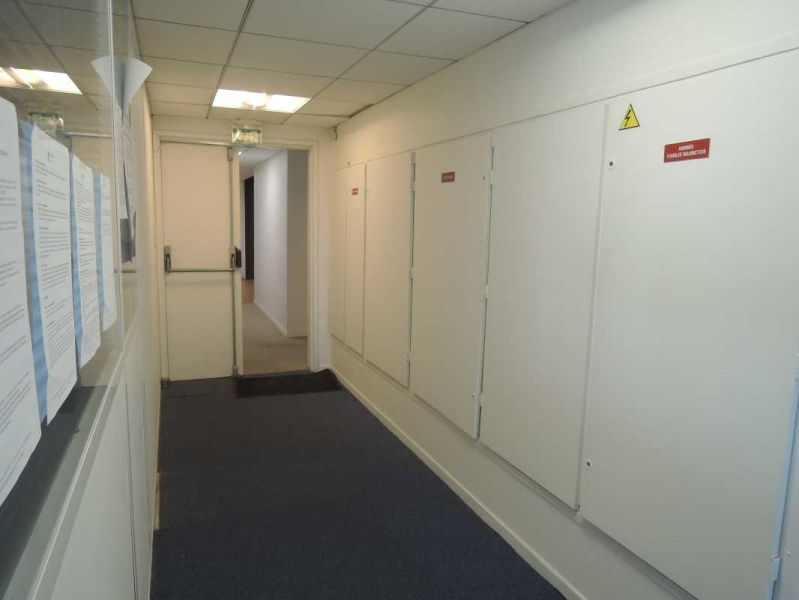 location bureaux pantin 93500 90m2. Black Bedroom Furniture Sets. Home Design Ideas
