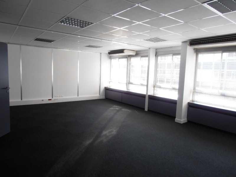 vente bureaux rueil malmaison 92500 490m2. Black Bedroom Furniture Sets. Home Design Ideas