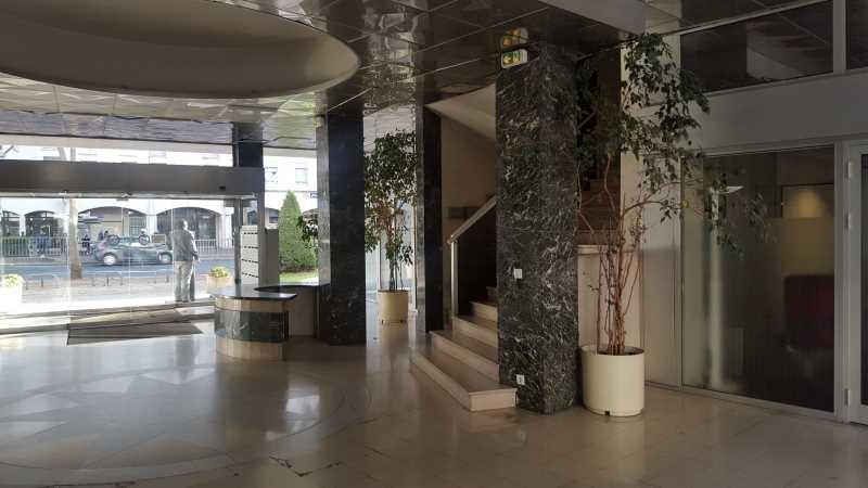 location bureaux rueil malmaison 92500 24m2. Black Bedroom Furniture Sets. Home Design Ideas