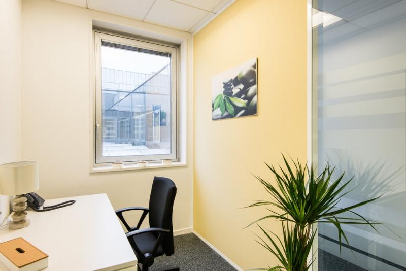 location bureaux cergy 95000 10m2. Black Bedroom Furniture Sets. Home Design Ideas