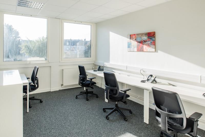 Location bureaux montereau fault yonne 77130 10m2 for Location bureau 64