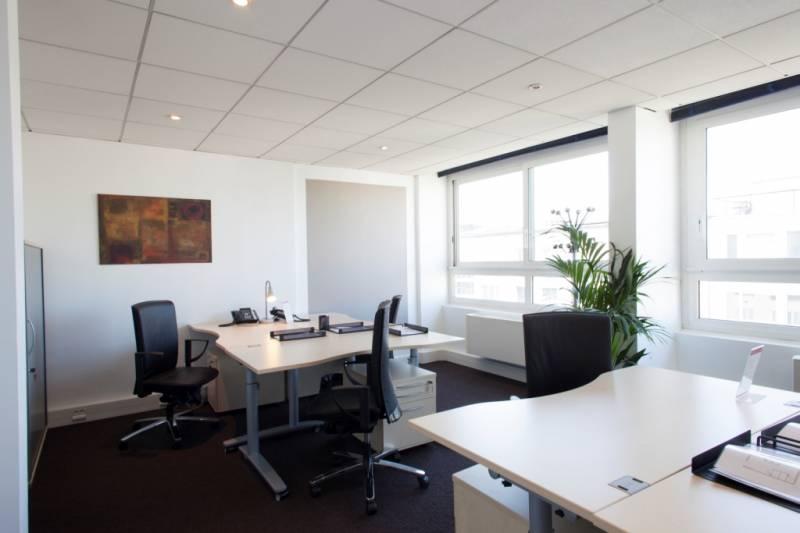 Location bureaux neuilly sur seine 92200 10m2 for Location bureau 64