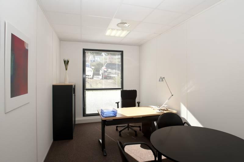 location bureaux aix en provence 13100 9m2. Black Bedroom Furniture Sets. Home Design Ideas