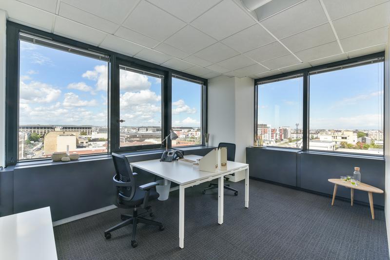 location bureaux courbevoie 92400. Black Bedroom Furniture Sets. Home Design Ideas