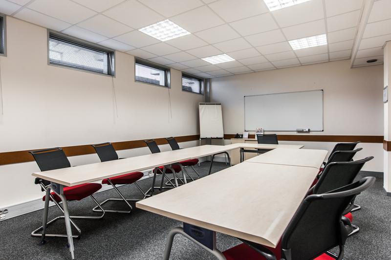 Bureau privé équipé jusqu'à  6 personnes à Route d'Espagne Business Centre - Photo 1