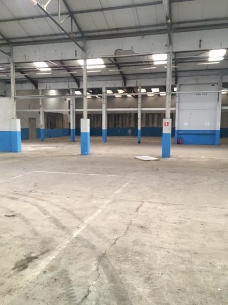 Locaux à vendre ou à louer - 11429 m2 divisibles - PONT D'AIN