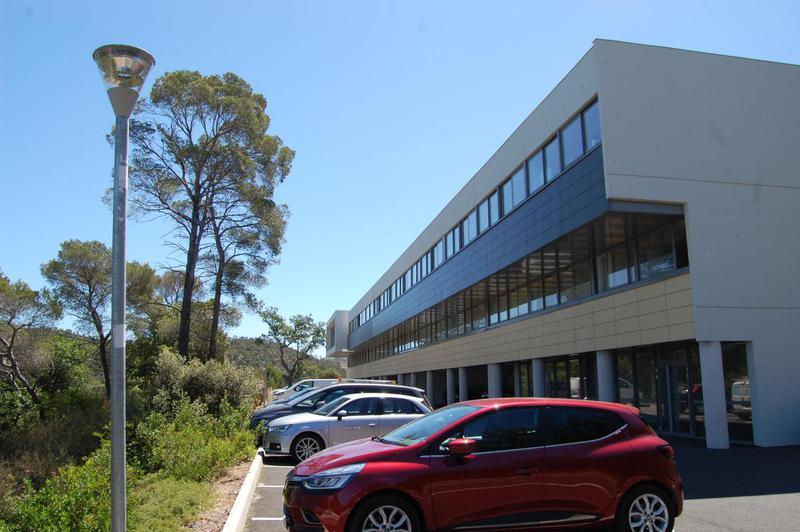 Local professionnel 125 m2 Technoparc - Photo 1