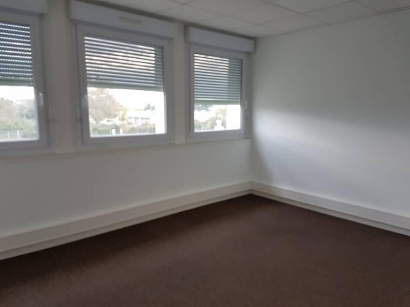 location bureaux lab ge 31670 19m2. Black Bedroom Furniture Sets. Home Design Ideas