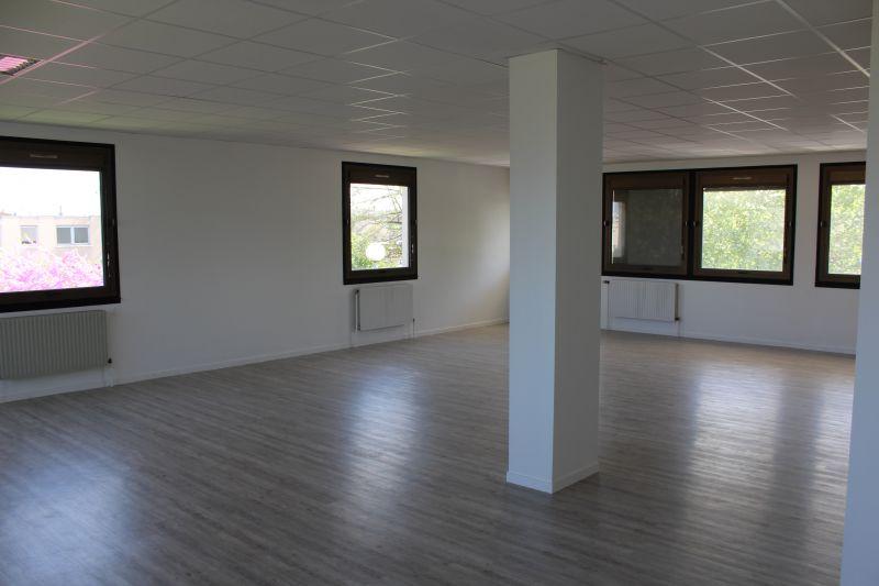 location bureaux le mans 72000 100m2. Black Bedroom Furniture Sets. Home Design Ideas