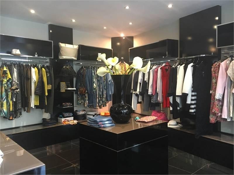 location commerces lyon 2 69002 65m2. Black Bedroom Furniture Sets. Home Design Ideas