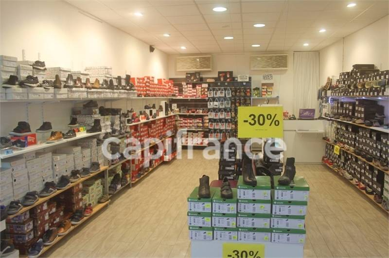 Location commerces poitiers 86000 96m2 for Centre commercial poitiers