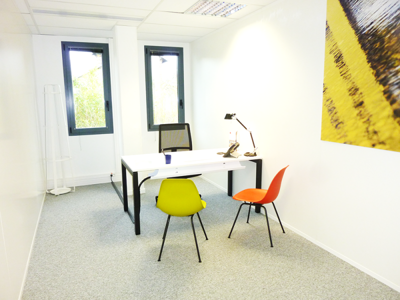 location bureaux montigny le bretonneux 78180 9m2. Black Bedroom Furniture Sets. Home Design Ideas
