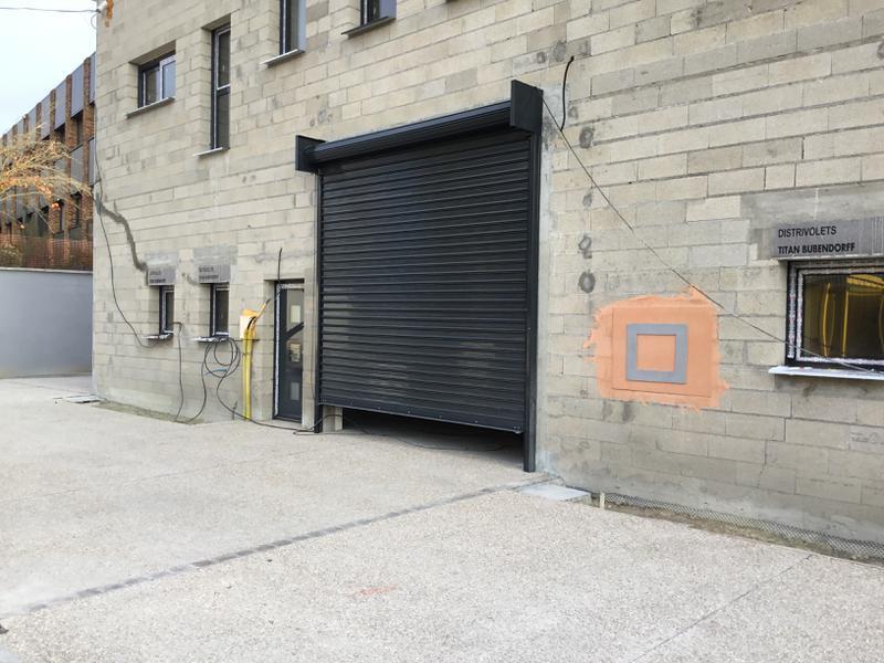 Entrepots/bureaux de 750 m² divisibles à partir de 250m² à Verriere le Buisson - Photo 1