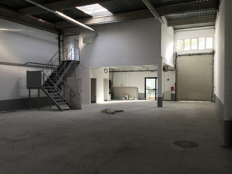 Locaux d'activités de 335m² à vendre à Lisses - Photo 1