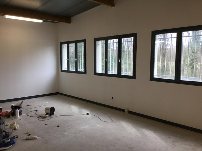 Locaux d'activités de 269m² rénovés à louer à Emerainville - Photo 1