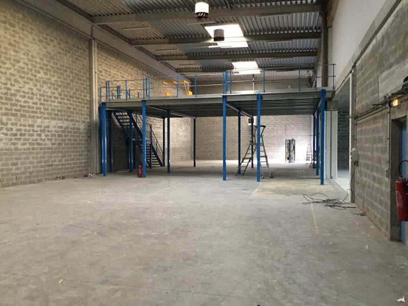 Locaux d'activités de 335m² avec bureaux à louer à Ivry proche A4 - Photo 1