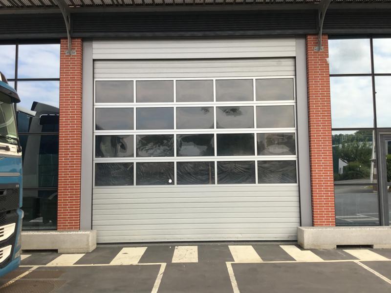 Locaux d'activités rénovés de 300m² à Emerainville proche A4 - Photo 1