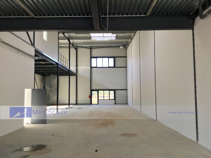 Locaux d'activités de 323m² NEUFS à vendre à Saint Pierre du Perray - Photo 1