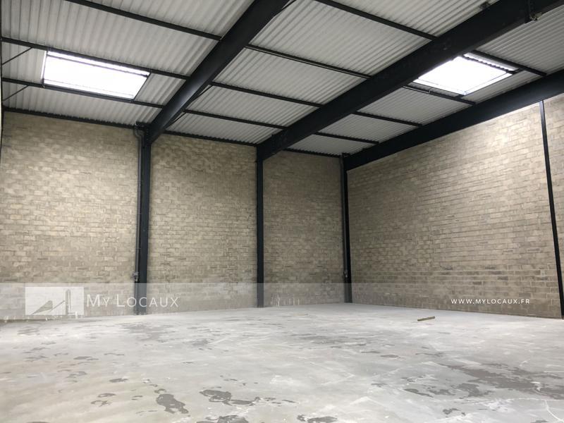 Bâtiments indépendants de 620 m² - proximité A86/RER C - Photo 1