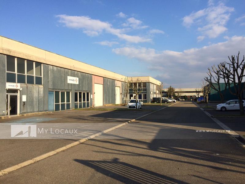 Locaux d'activités - proximité A86/A15 - Photo 1