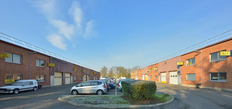 Locaux d'activités + bureaux à partir de 148 m² - Photo 1