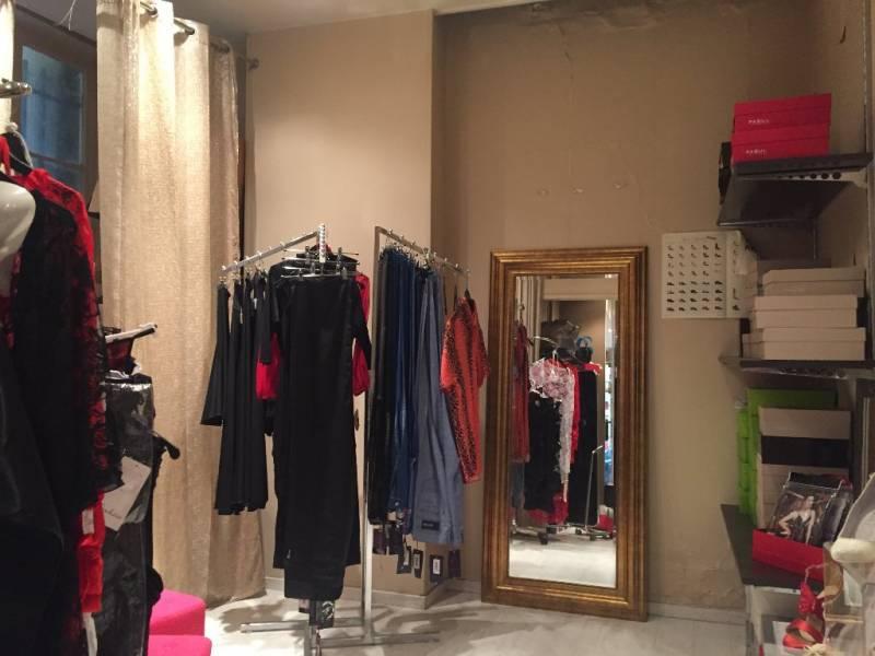 location commerces paris 9 75009 61m2. Black Bedroom Furniture Sets. Home Design Ideas