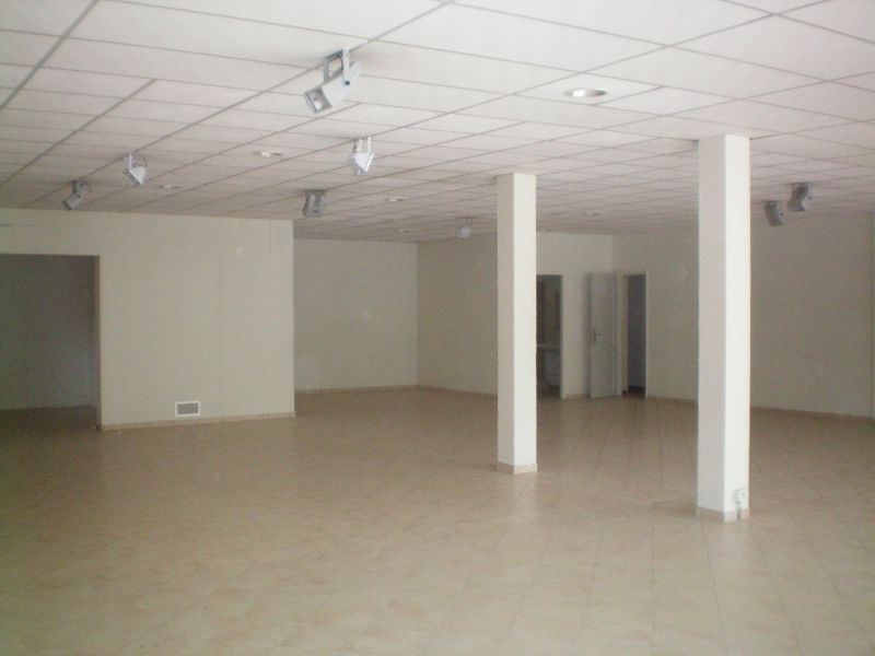 Location magasin 220 m² RN7