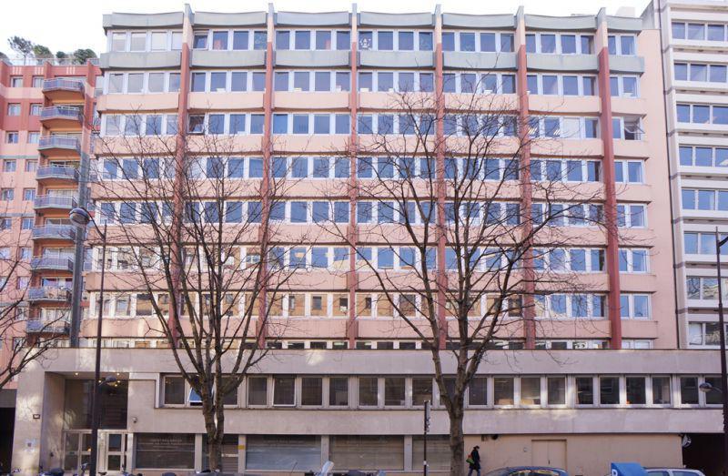 Bureaux à louer rue petit paris 19 - Photo 1
