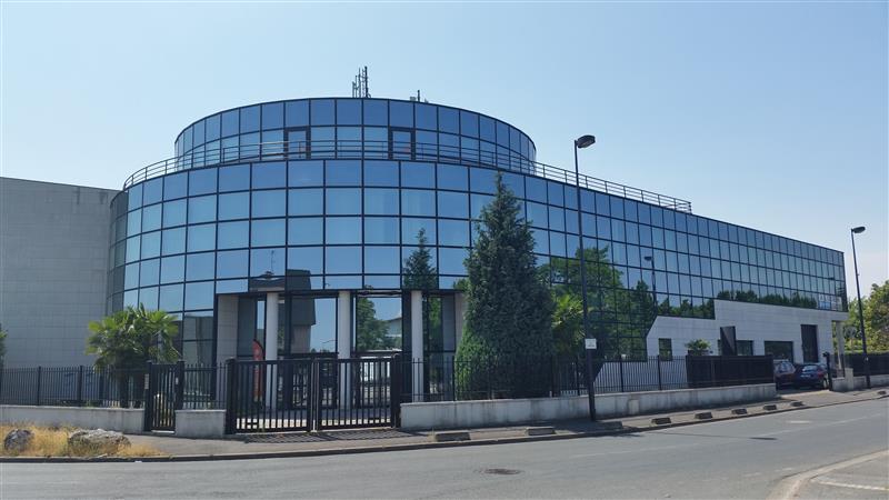 Locaux d'activités et bureaux à louer - ZI des Grands Godets - Champigny - Photo 1