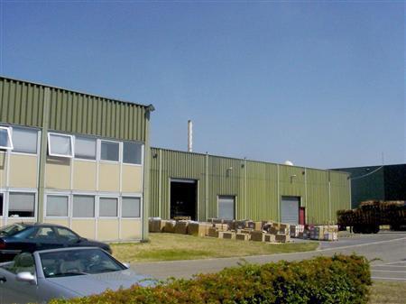 Locaux d'activités à louer dans la zone industrielle des Marais - RER A - Photo 1