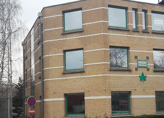Bureaux en rez-de-chaussée avec accès privatif au coeur de la cité Descartes - Photo 1