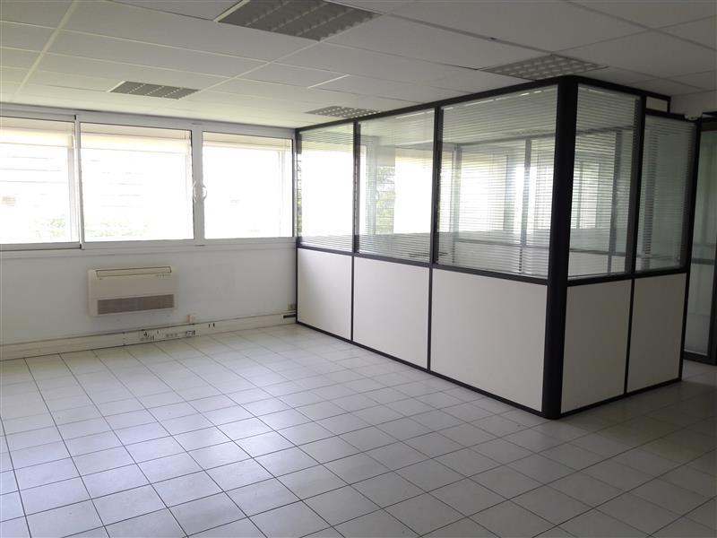 Locaux de bureaux en RDC avec accès direct sur l'extérieur - Serris Bourg - Photo 1