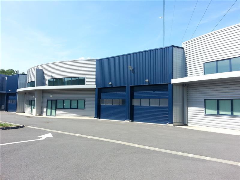 Parc des Platanes - Locaux d'activités récents à vendre ou à louer en zone franche - Photo 1