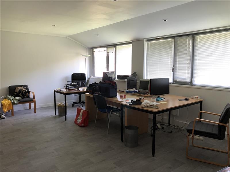 Bureaux à Louer et à vendre au sein de L'ESPACE DESCARTES à Champs sur Marne - Photo 1