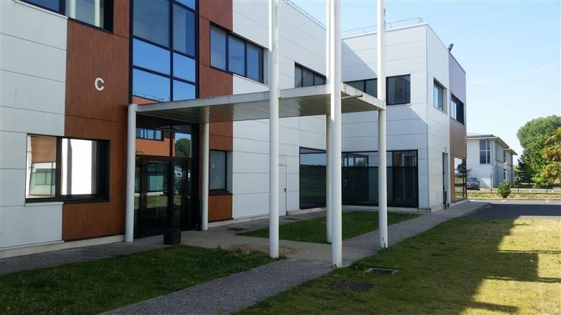 Location bureaux lieusaint 77127 143m2 for Au bureau carre senart