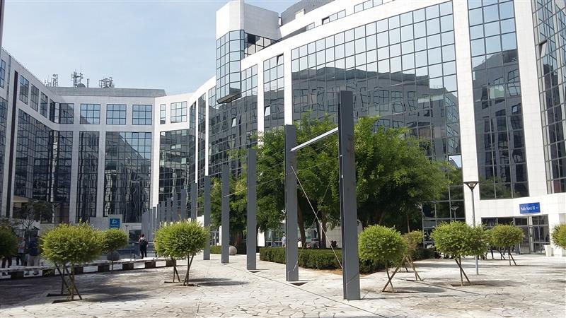 MAILLE NORD - Bureaux climatisés à louer dans le quartier d'affaires du Mont d'Est - Photo 1