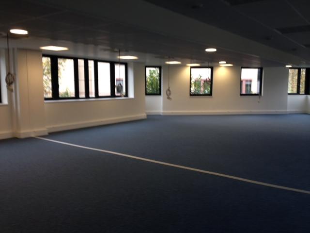 Location bureaux montigny le bretonneux m²