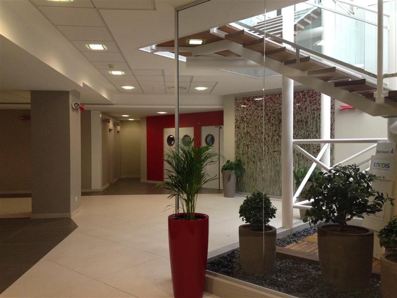 Location bureau montigny le bretonneux m²