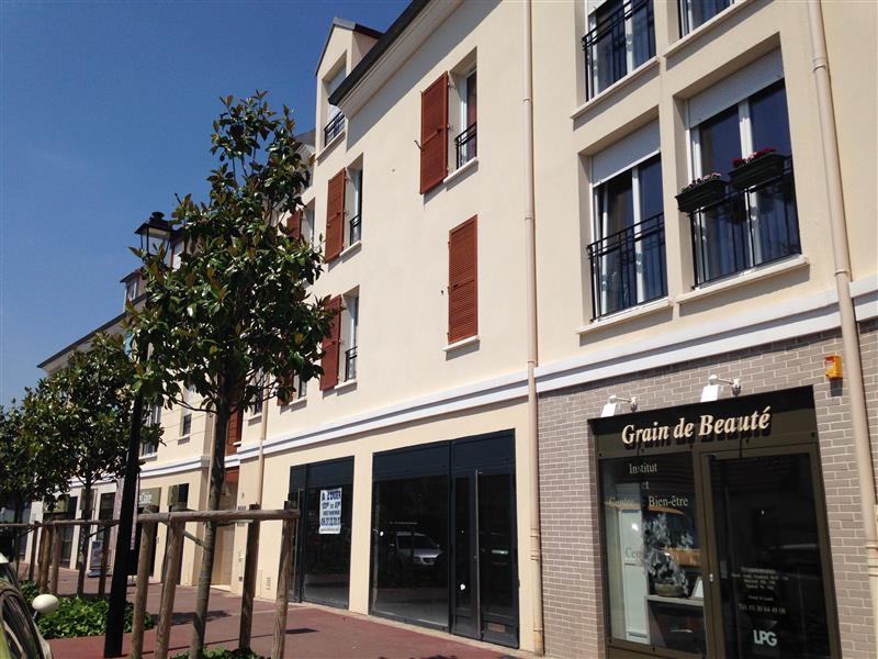 Location Commerces Voisins Le Bretonneux 78960 - Photo 1